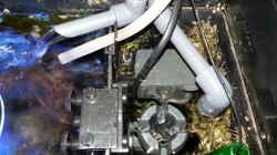 rechte Technikkammer im Aquarium mit Zu-und Ablauf, Oberflächenabzug, Strömungspumpe