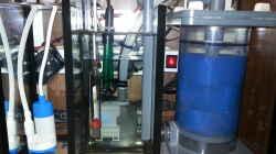 Filterbecken mit Blick auf die Rückförderpumpe und Messelektoden