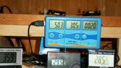 Wasserwerte ganz links Leitwert, oben links Redoxwert. mitte Temperatur, rechts unten