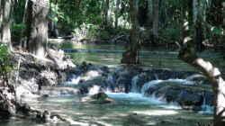Hier ein Zufluss zum berühmten Crystal Pond in Krabi