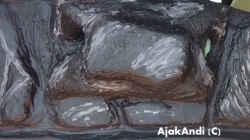 Dekoration im Aquarium Dark Stone MBuna-aufgelöst-