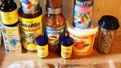 Versch. Futtersorten + Spirulina Pulver + MultiVitamine flüssig + NPK Düngekugeln