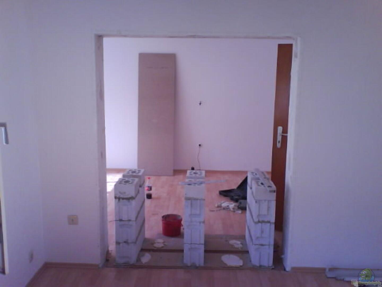 Aufbau des Gestelles...Blick von Wohn- in Schlafzimmer aus ...